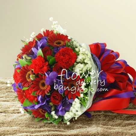 red_and_purple_flowers_bouquet