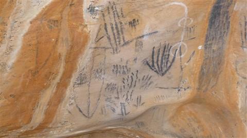 Art at Yourumbillie Caves Flinders Ranges