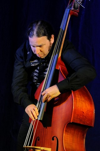Bass_player