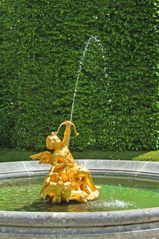 Fountain in the park Linderhof Palace, Bavaria