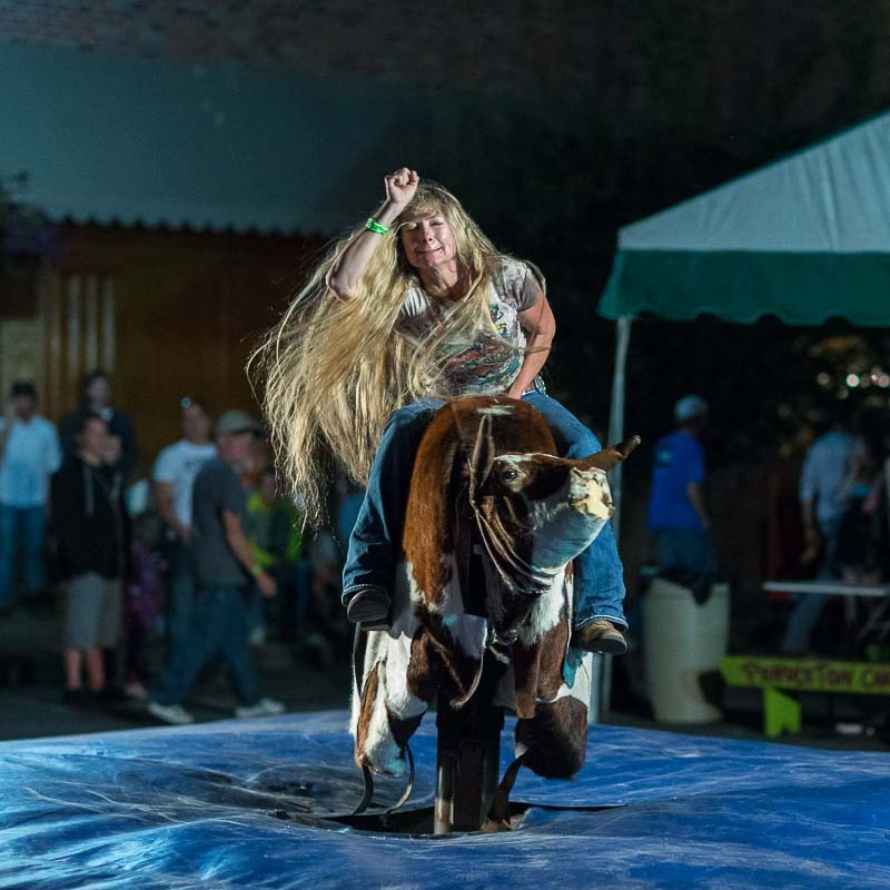 mechanical bull riding  1  t wade  galleries  digital photography review   digital photography
