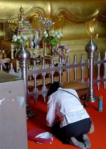 fortune telling in Thai temple (1)