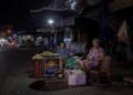P1100122 Late night market in Chau doc