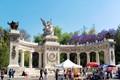 Street scene @ Benito Juarez Monument, Alameda Park - Mexico City.