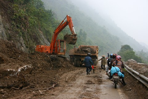 Landslide along the road, North-West Vietnam