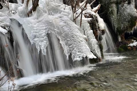 Ice-n-water-fall,-JiuZhaiGo