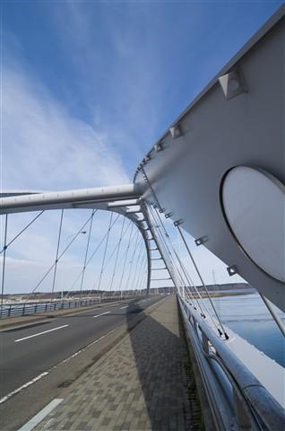 Wide Bridge Structure