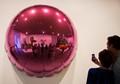 reflective selfies at Koons exhibit