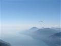 Paraglider über dem Gardasee