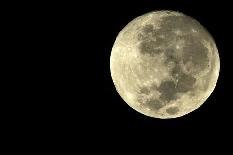 Moon NEX5 900mm