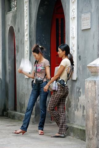 Paparazzi - Hanoi