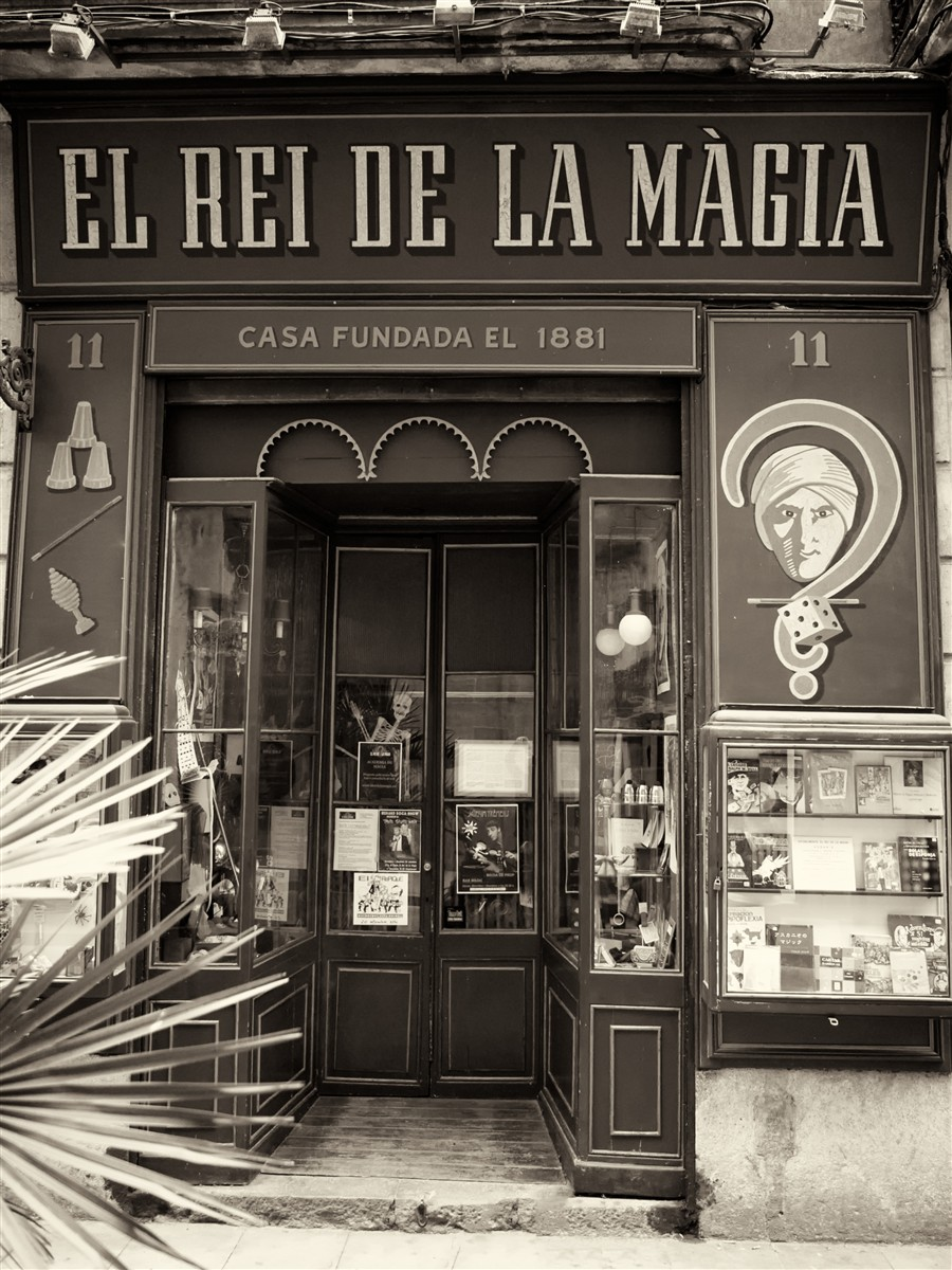 131 year old magic shop in barcelona truly the king of - Mobles vintage barcelona ...
