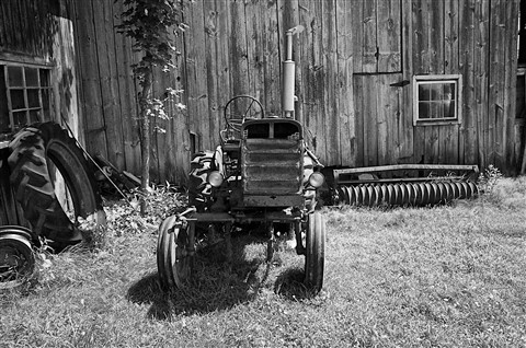 GR AP Old Montague Tractor 2 BW RAW