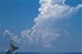 Un bateau sous les nuages
