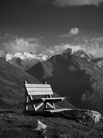 Lonely_benches-1