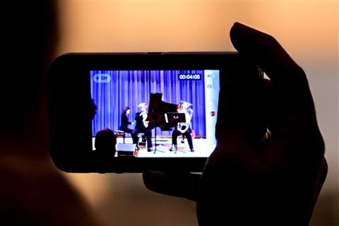 Phone-Video_symbiosisduo