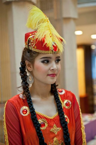 _7AL8849S One of the pretty dancers, Tian Shan Hotel, Urmuqi