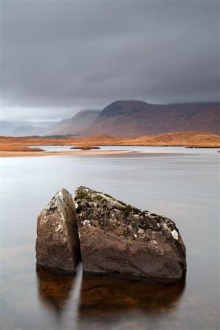 Split rock Lochan Na Stainge