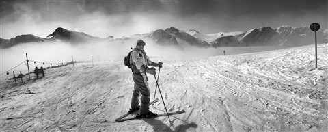 skiing b&W