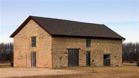 stone barn 16x9