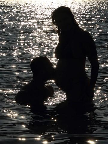 Pregnant_backlit