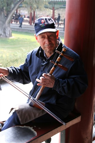 Erhu-player in Tiantan Park
